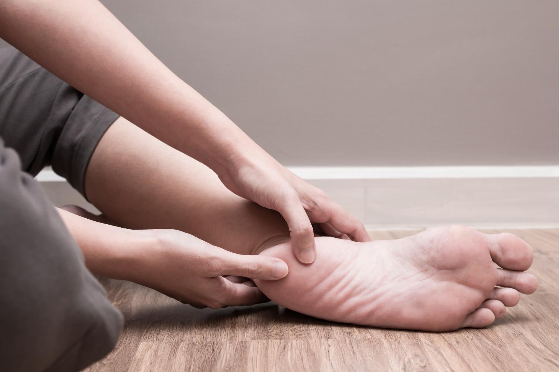 Ostroga piętowa - przyczyny, objawy, metody leczenia