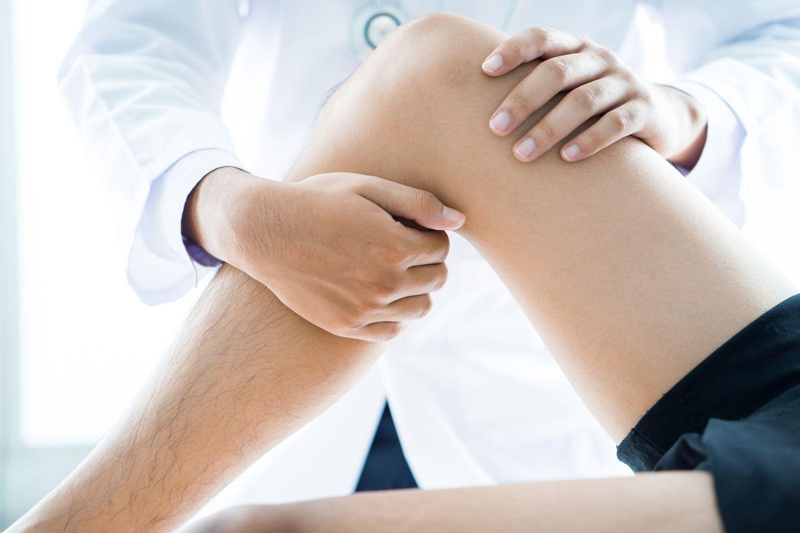 Objawy i leczenie skręconego stawu skokowego – SportoKlinik