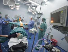 chirurg paweł skowronek